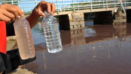 ¿Cómo se deben tratar las aguas residuales y cuál es su importancia?