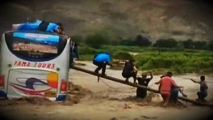 Bus interprovincial quedó atrapado en quebrada de Chimbote