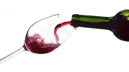 Un científico resuelve cómo evitar que el vino se derrame al servirlo