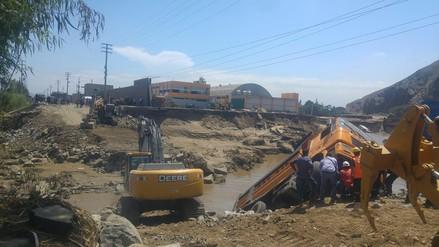 Vehículos de carga pesada fueron arrastrados por el río Shishu