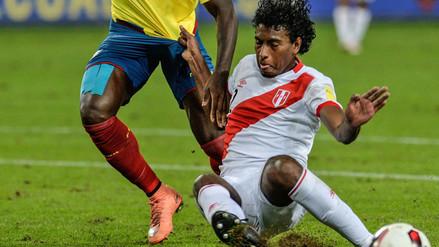 Miguel Araujo asoma como titular en Perú para enfrentar a Uruguay
