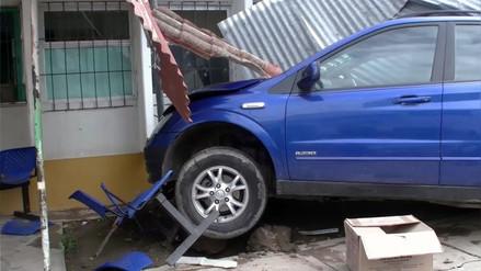 Colisión de vehículo dentro de hospital dejó un muerto y seis heridos