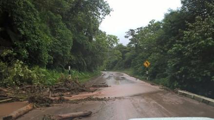 Tránsito interrumpido en carretera Fernando Belaúnde por lluvias y huaicos