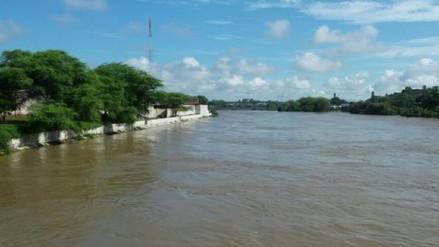 La crecida del río Piura obliga a las autoridades a cerrar los puentes de la ciudad