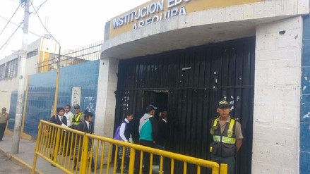 Escolares retornan a clases tras suspensión por falta de agua potable