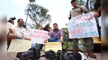 Periodistas mexicanos marcharon por el asesinato de tres periodistas
