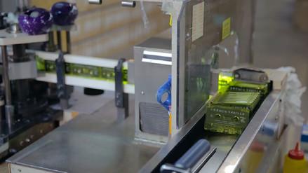 Se niegan a desaparecer: así se fabrican los entrañables casetes