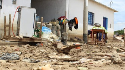 Pacasmayo: remueven escombros en pueblos afectados por desborde