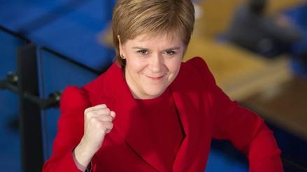 El Parlamento de Escocia aprobó negociar un nuevo referéndum de independencia