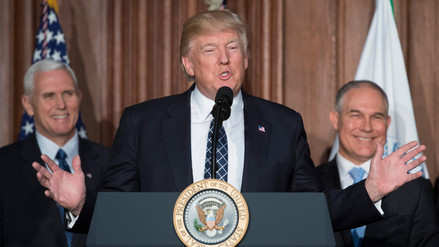 Trump firmó una orden que desmantela las regulaciones contra el cambio climático