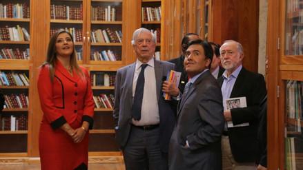 Video | Mario Vargas Llosa donó miles de libros a Arequipa