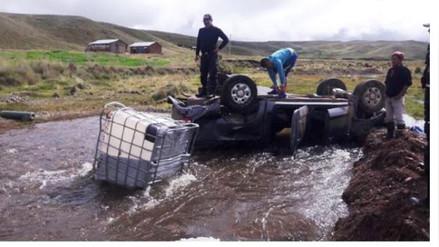 Espinar: dos personas heridas tras vuelco de camión con alevinos