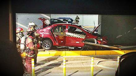 Un auto chocó con un pilar del puente Iquitos en la Vía Expresa