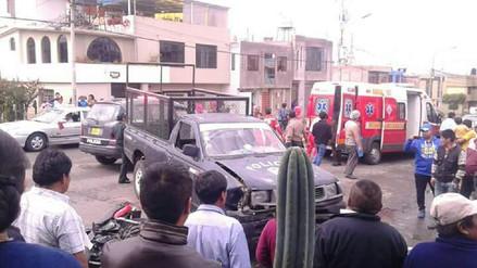 Un muerto deja choque de moto con camioneta de Municipio de Miraflores