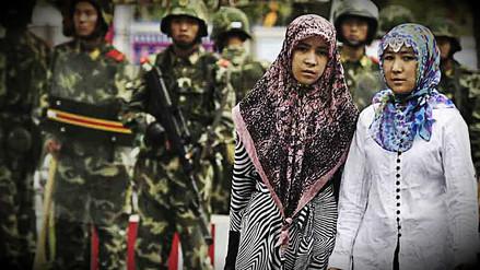 China prohíbe el uso de velos y barbas en región de mayoría musulmana