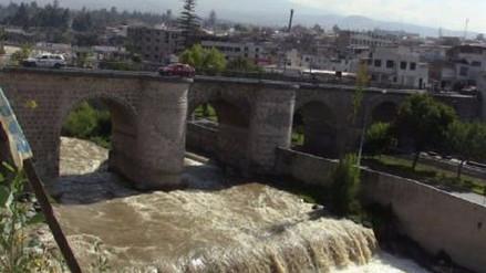 Rebose de presa Aguada Blanca ocasiona incremento de caudal de río Chili