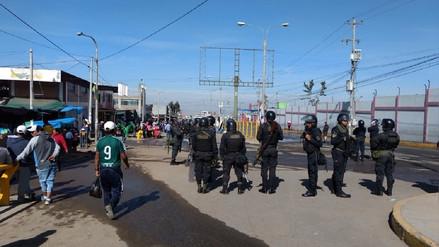 Desalojan a más de 500 ambulantes de Río Seco en Cerro Colorado
