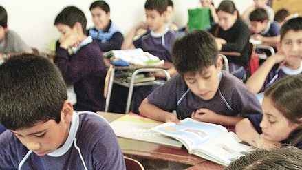 Colegios particulares presentan documentos para iniciar clases mañana