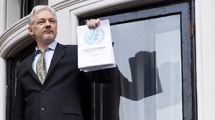Julian Assange invita a candidato Guillermo Lasso a que