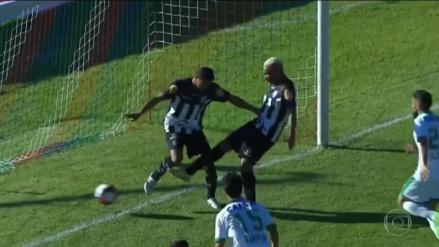 Se llevó al arquero rival y a un defensa pero su compañero le robó el gol