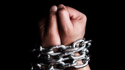 Un joven marroquí discapacitado lleva veinte años encadenado por su familia