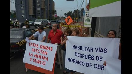 Vecinos protestan por obras que dificultan tránsito en la  Av. El Polo