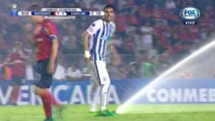 Aspersores se encendieron en pleno partido entre Alianza e Independiente