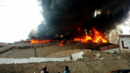 Incendio en taller de reciclaje de Pachacútec, en Ventanilla