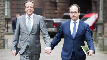 ¿Por qué los políticos holandeses caminan tomados de la mano?