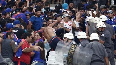La terrible pelea entre hinchas de la U. de Chile y la policía de Brasil