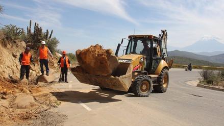 Trabajos de mantenimiento se realizan en carretera a Chapi
