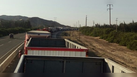Virú: centenares de vehículos varados en la Panamericana Norte
