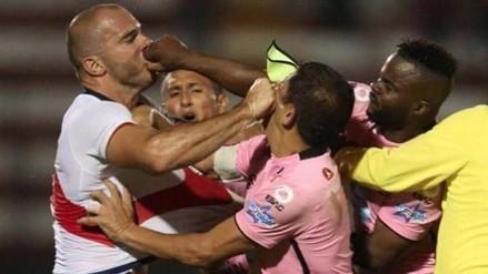 La tremenda pelea de Adrián Zela ante Johnnier Montaño en amistoso