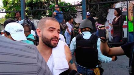 Lanzan gases lacrimógenos contra Nacho durante protestas en Venezuela