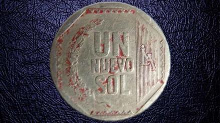 ¿Por qué hay en circulación monedas de un Sol pintadas de rojo?
