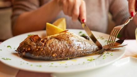 Comer pescado protege tu corazón y tu cerebro