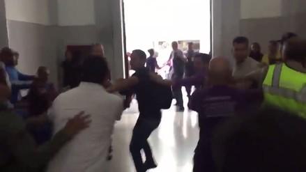 Chavistas y opositores se agarran a golpes en una iglesia de Caracas