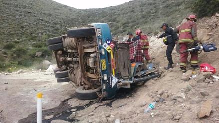 Un fallecido en despiste y vuelco de camión en carretera Arequipa - Puno