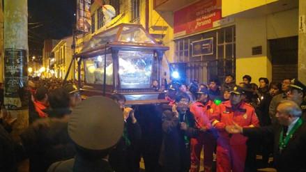 Puneños participan de la procesión del Señor del Santo Sepulcro
