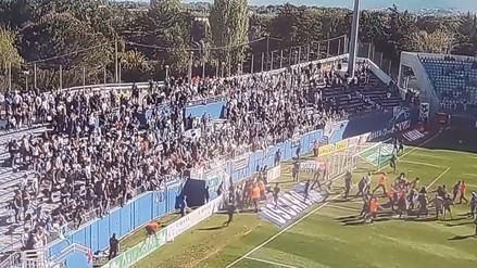 Jugadores del Olympique de Lyon fueron agredidos en pleno campo