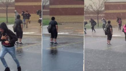 La actitud de este niño se volvió viral al desafiar el mal clima en su escuela