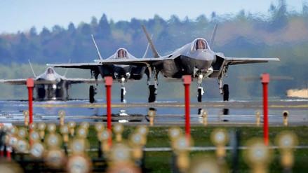 EE.UU. desplegó sus nuevos cazabombarderos F-35 a Europa