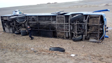 Doce personas resultaron heridas en vuelco de bus interprovincial