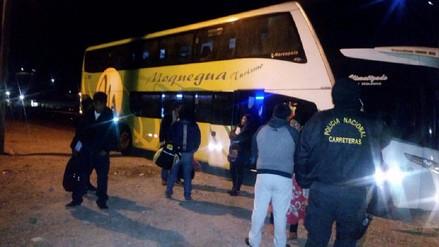 Detienen a dos sujetos que robaban equipajes de pasajeros