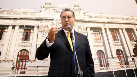 Víctor Albrecht seguirá siendo investigado por presuntos actos de corrupción