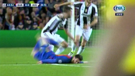 Lionel Messi sufrió un corte por fuerte choque contra el césped