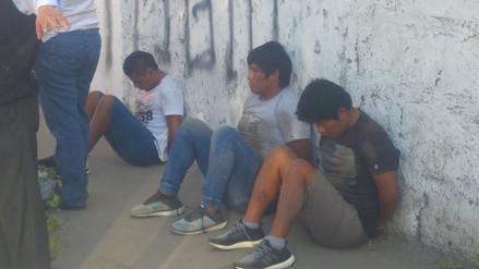 Capturan a delincuentes con chalecos de la policía y armas de fuego