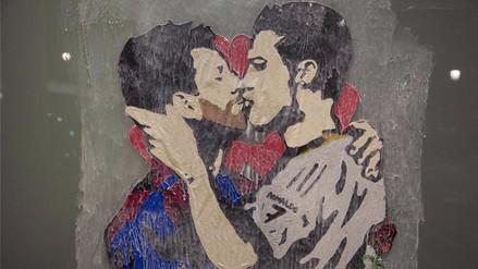 Barcelona apareció con una pinta de Messi y Cristiano Ronaldo besándose
