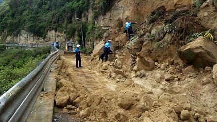 Cientos de carros varados tras derrumbe en carretera Huancayo – Huancavelica