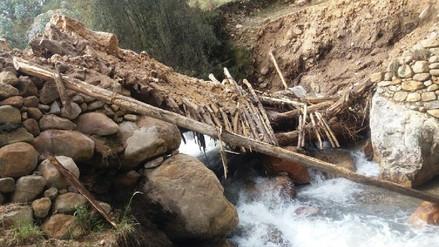 Huamachuco: caudal de río Urischaca arrasa puente hacia Agua Blanca